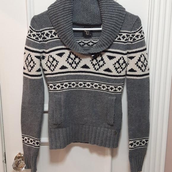 TNA 100% Lambs wool sweater